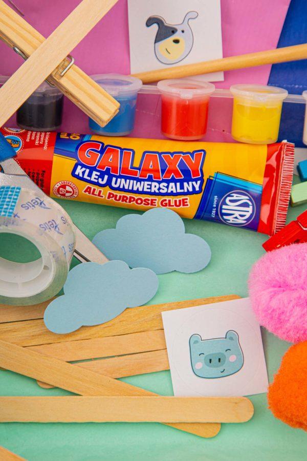 klej, farbki i drewniane elementy zabaw