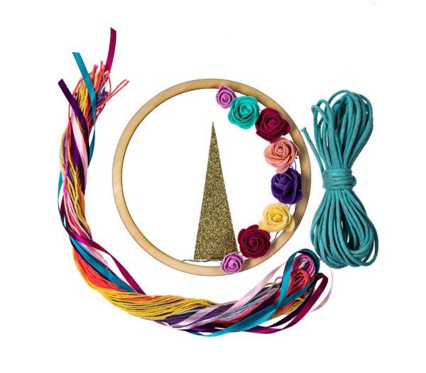kolorowe wstążki i sznurki z baśniowej paki